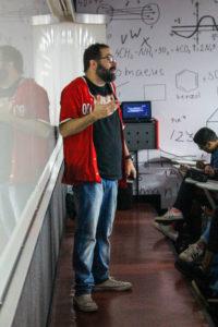 Professor Marcelo Pavani, coordenador do cursinho da Oficina do Estudante